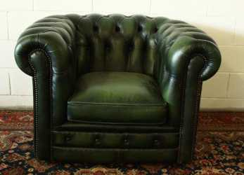 Stupefacente Chesterfield Club Armchair In Original Green Leather Made In The